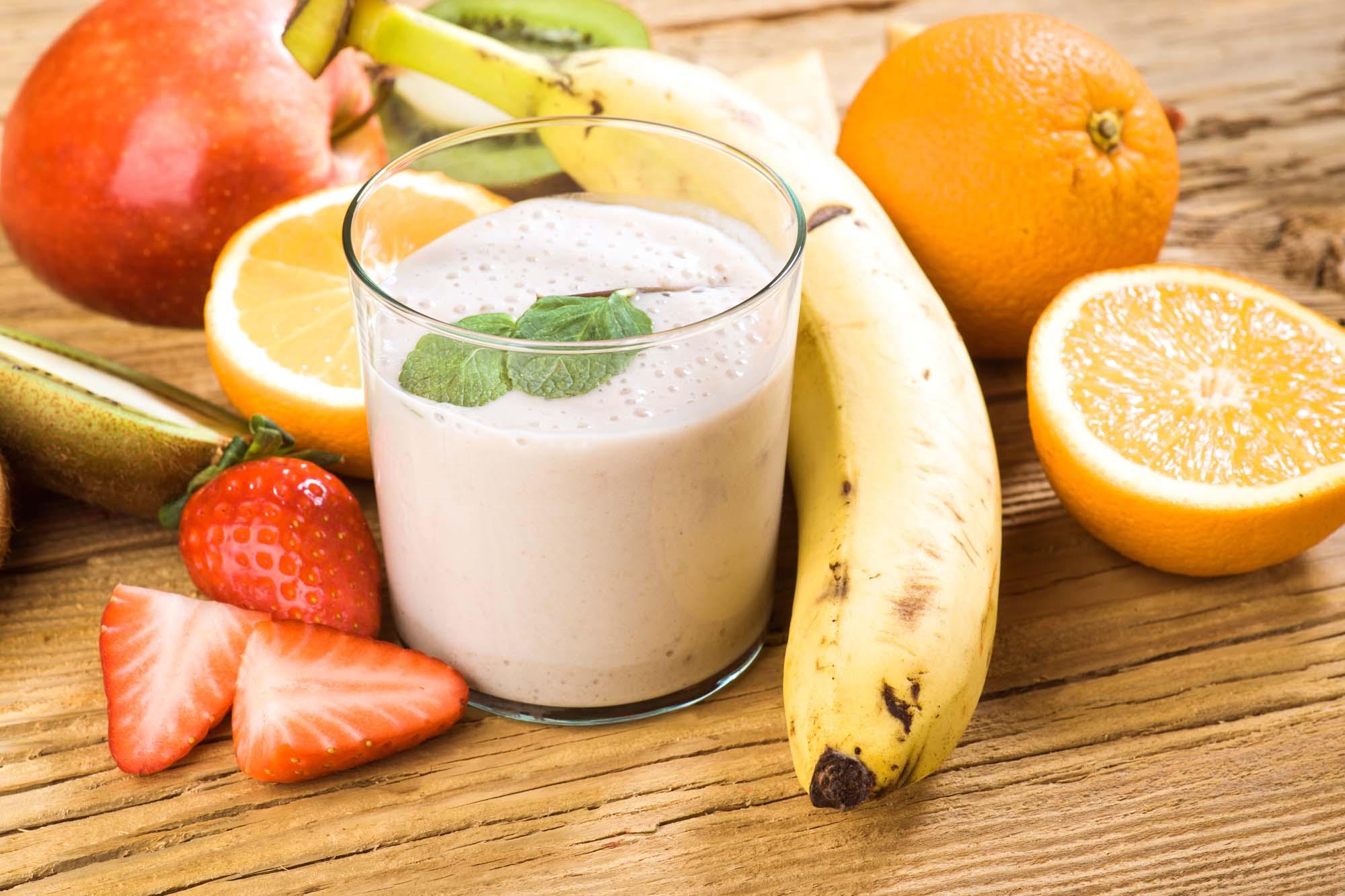 Appelsin-banan-jordbær smoothie