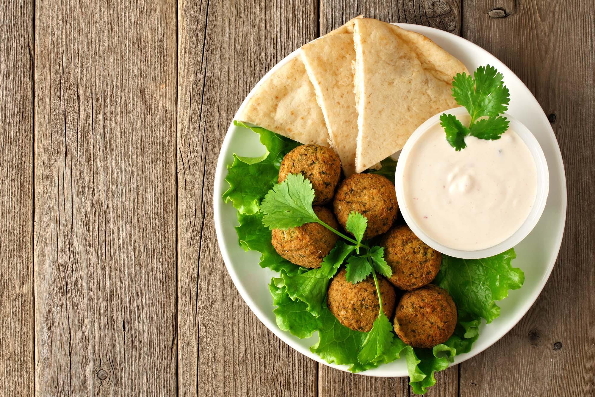 Pitabrød med falafel