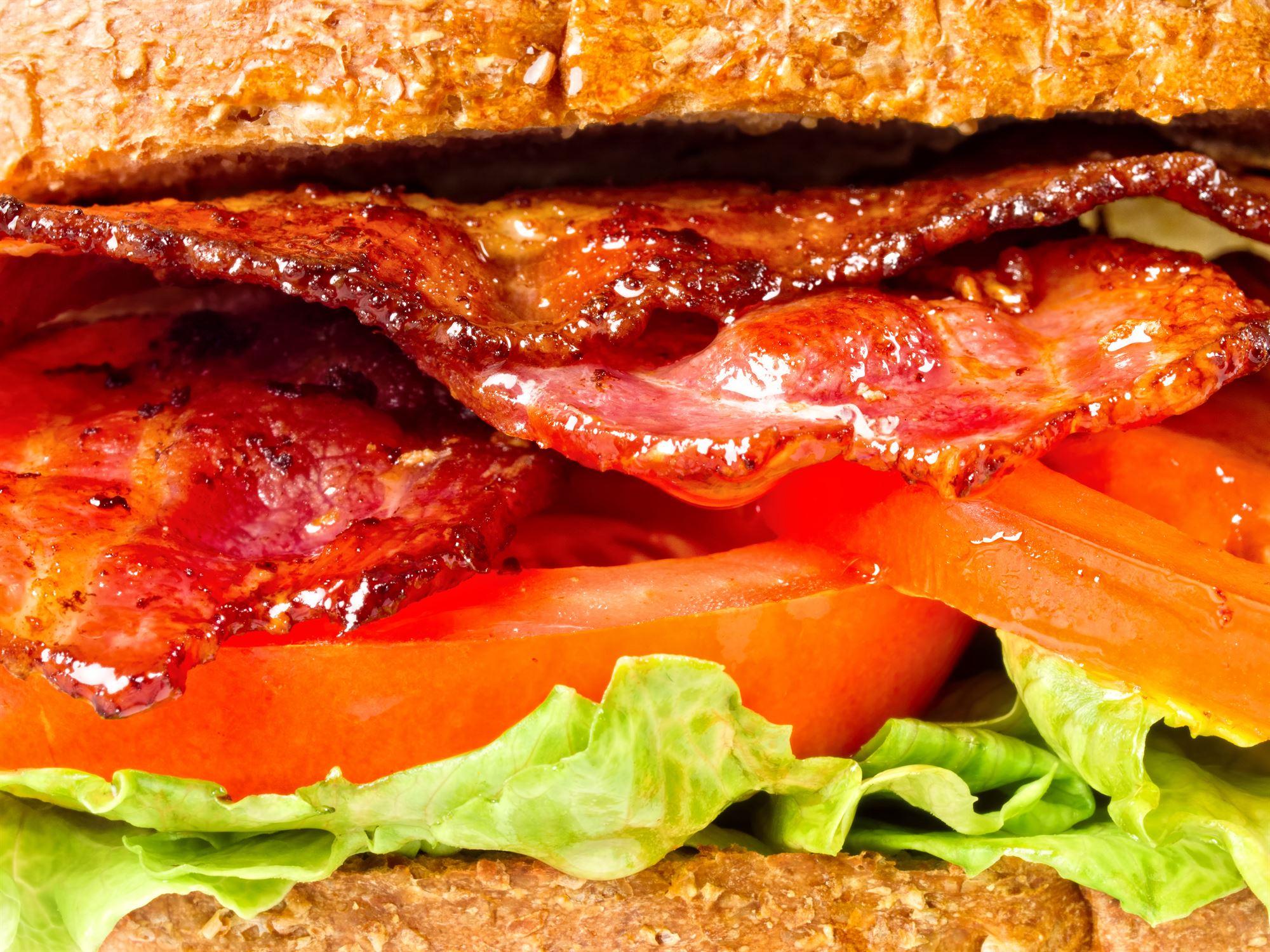 Tomat- og baconsandwiches