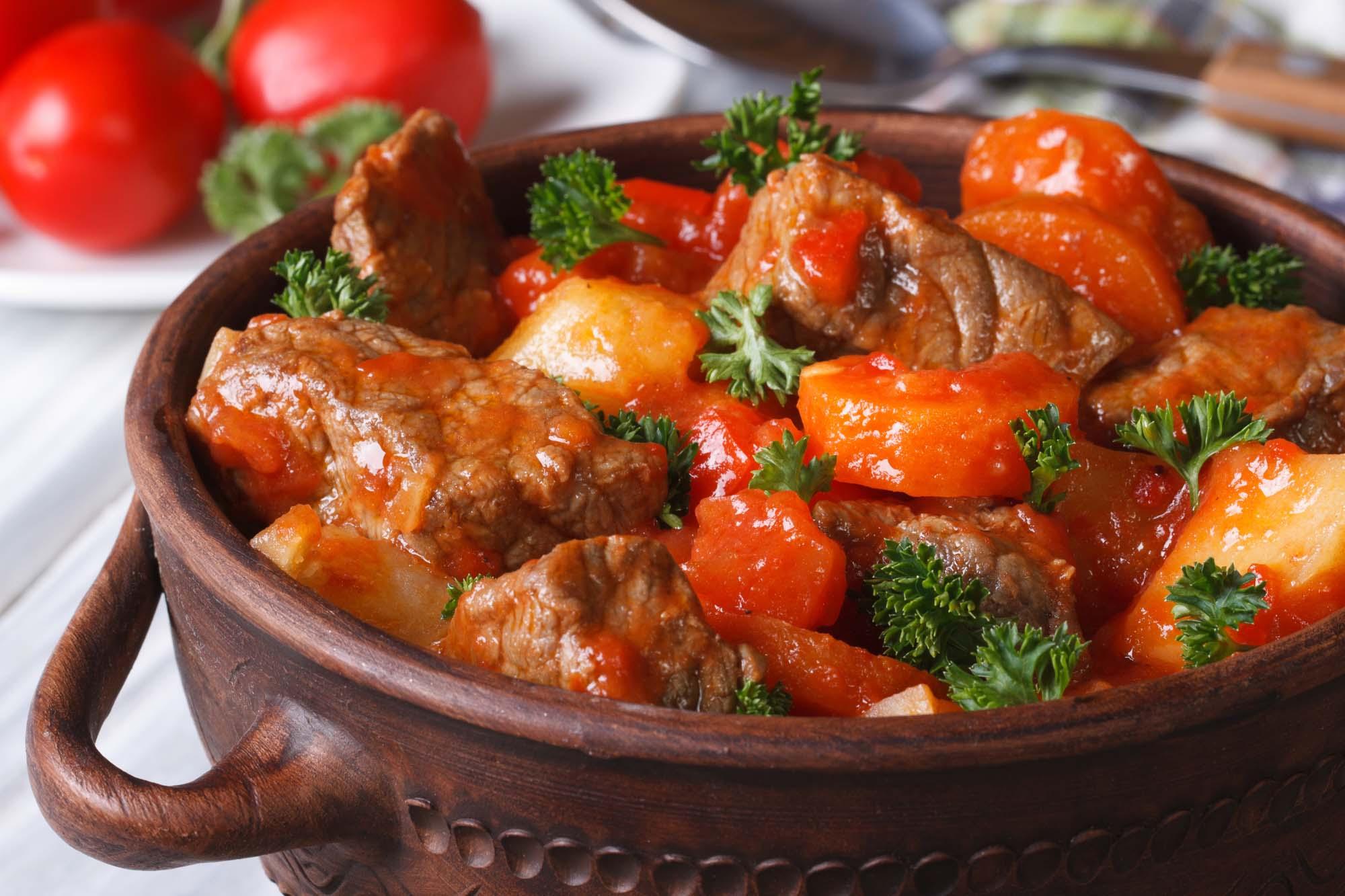 Hotpot med lam og grøntsager