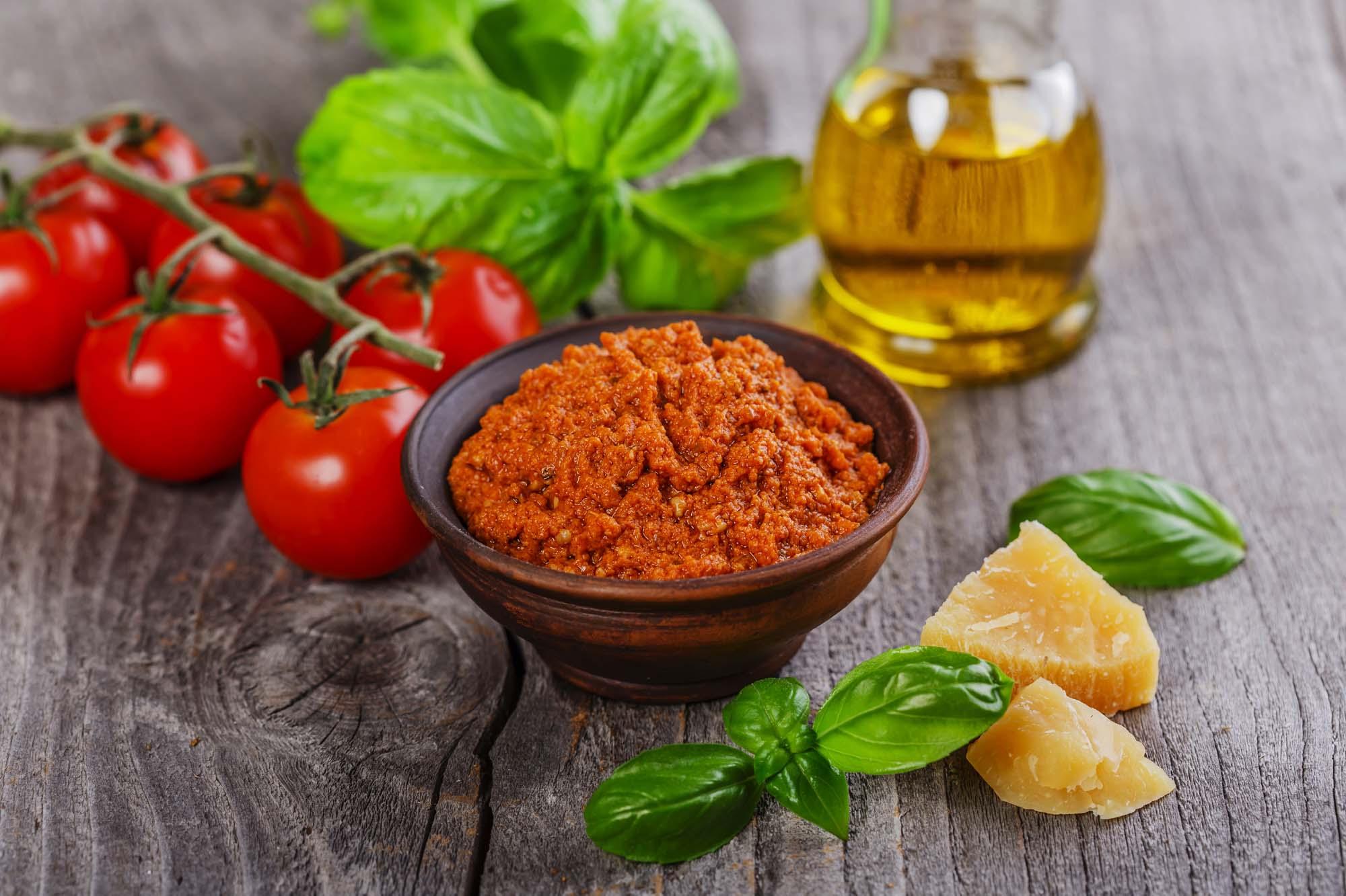Pesto med soltørrede tomater