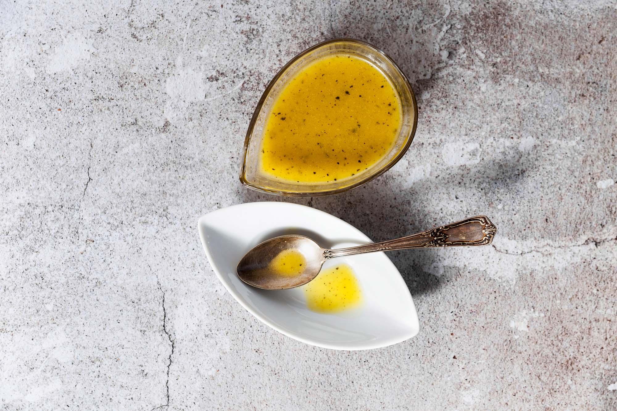 Citron- og urtedressing