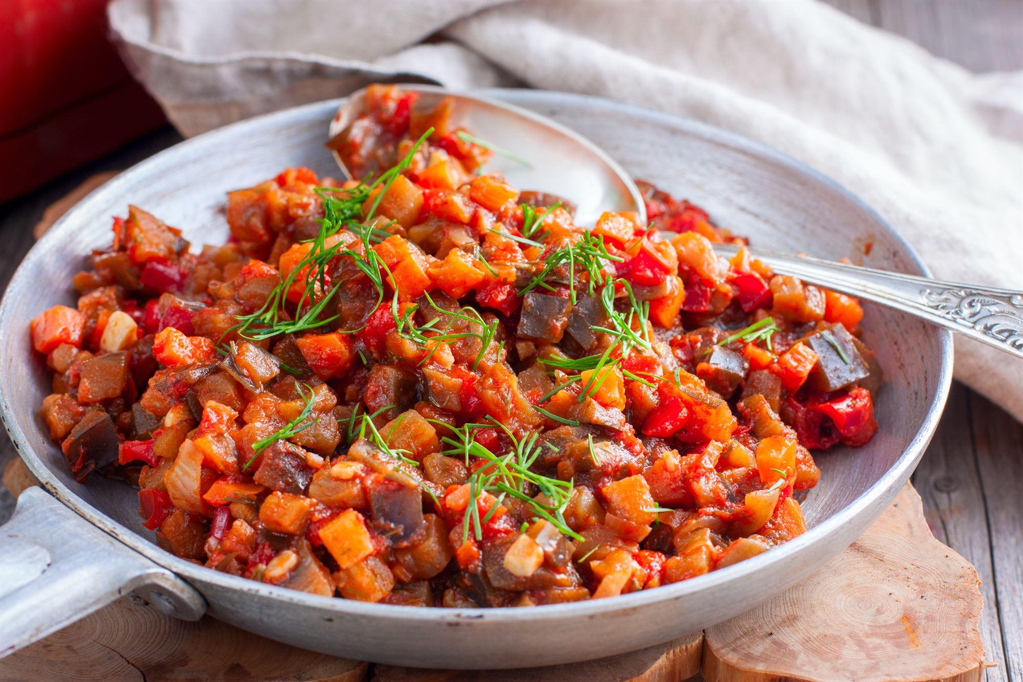 Sqaush med tomat og basilikum