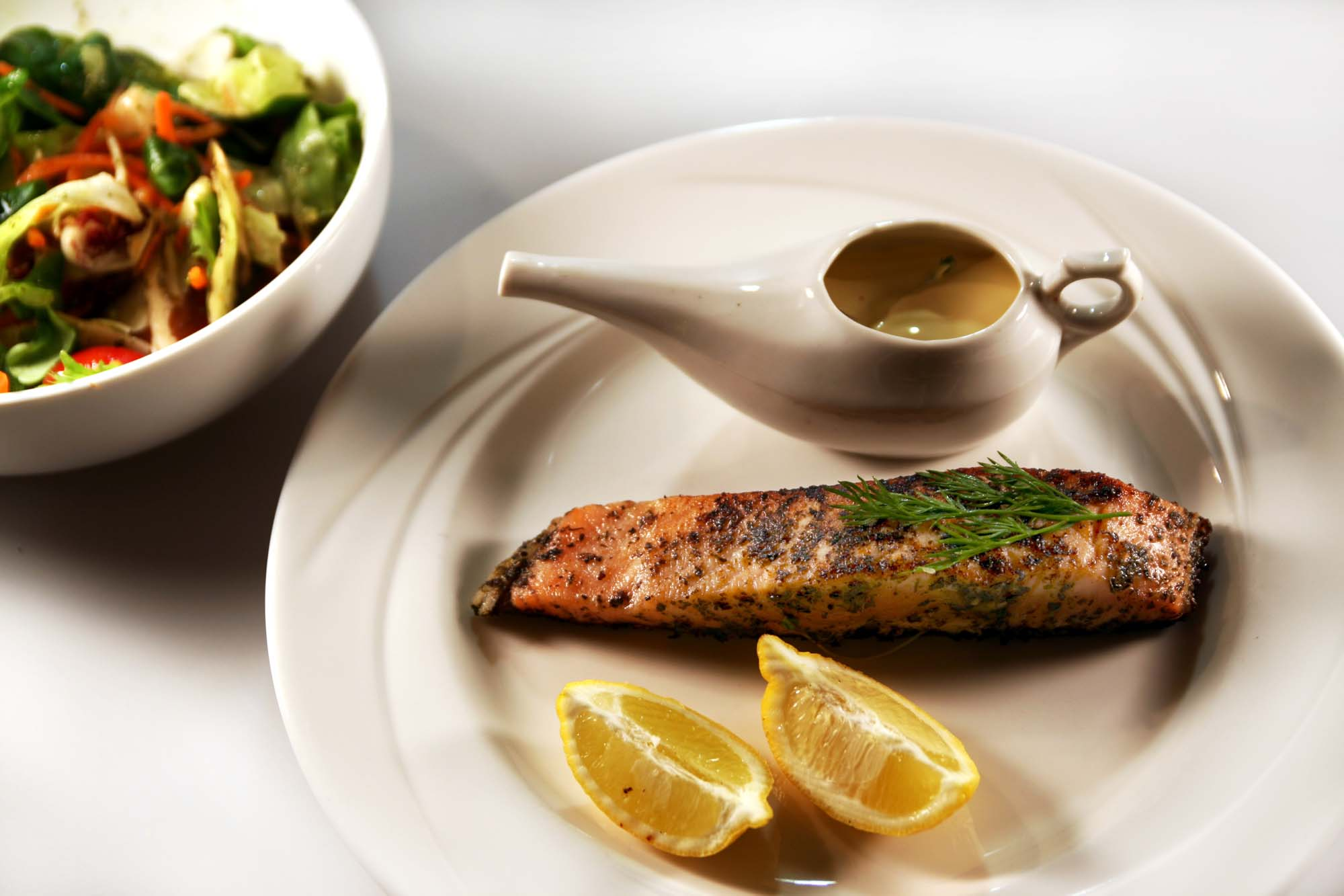Laksefilet med citrus- og dilddressing