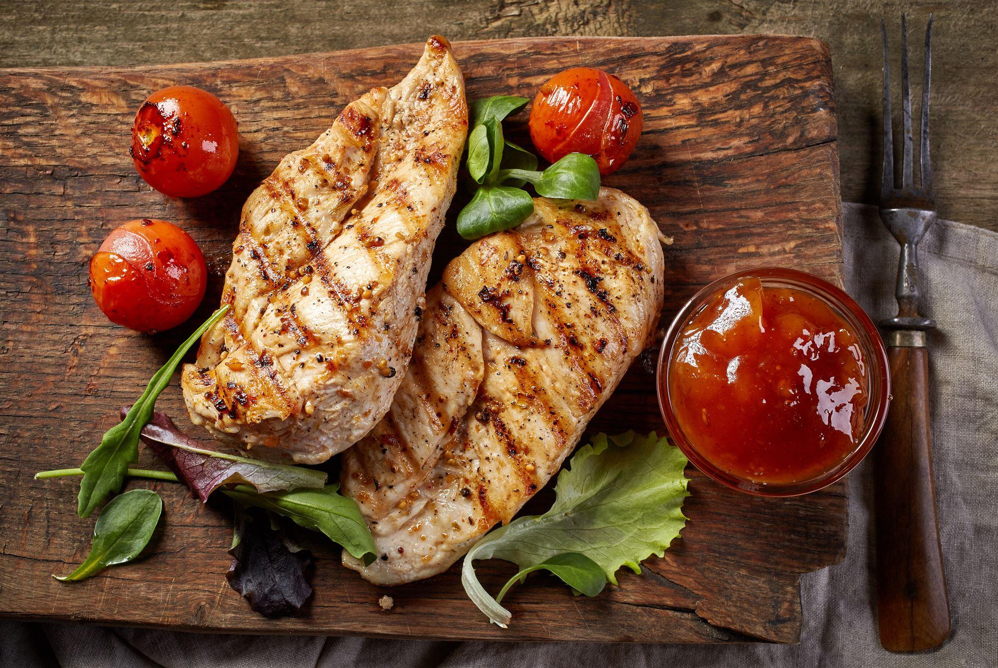 Grillet kyllingebryst med gazpachosalsa