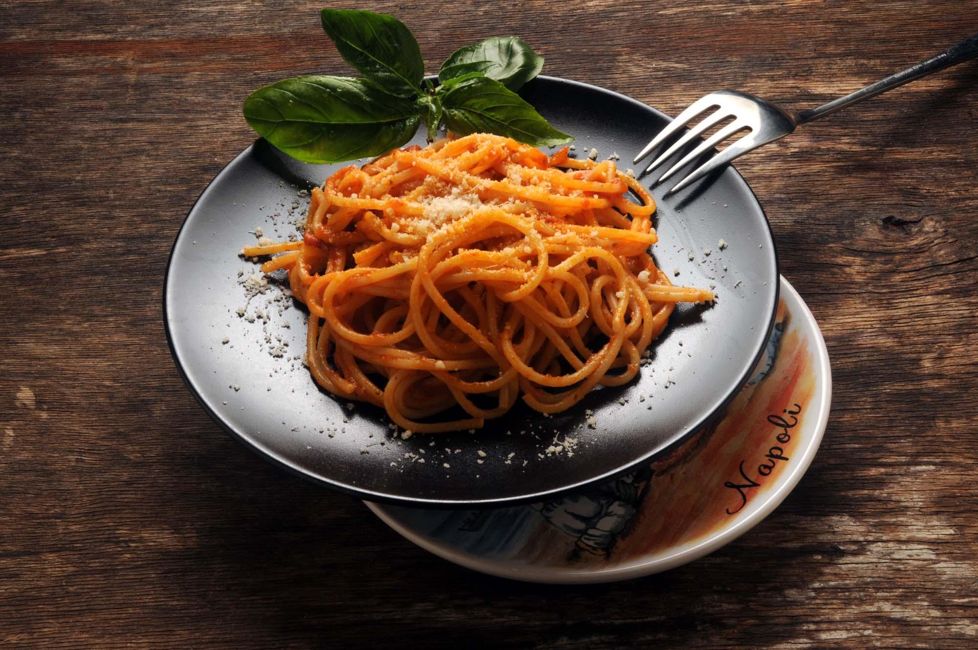 Spaghetti med tomatsauce