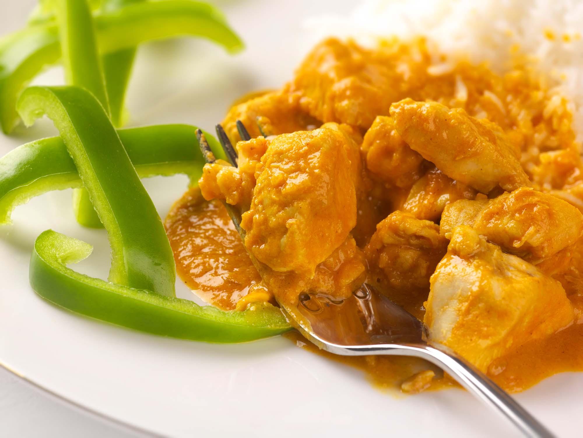 Matooke med kylling i peanut sauce