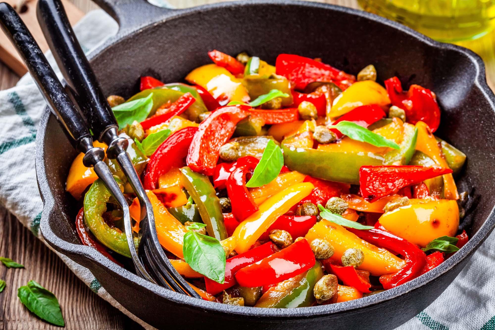 Salat - varm - PEPERONATA AF PEBERFRUGTER
