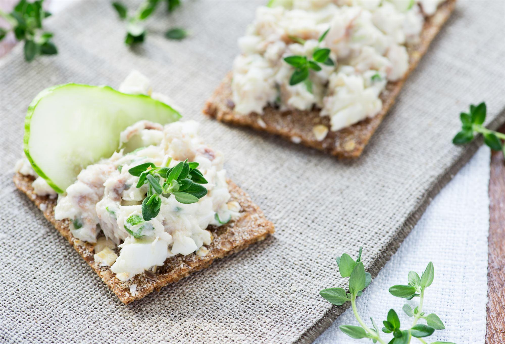 Salat med røget makrel