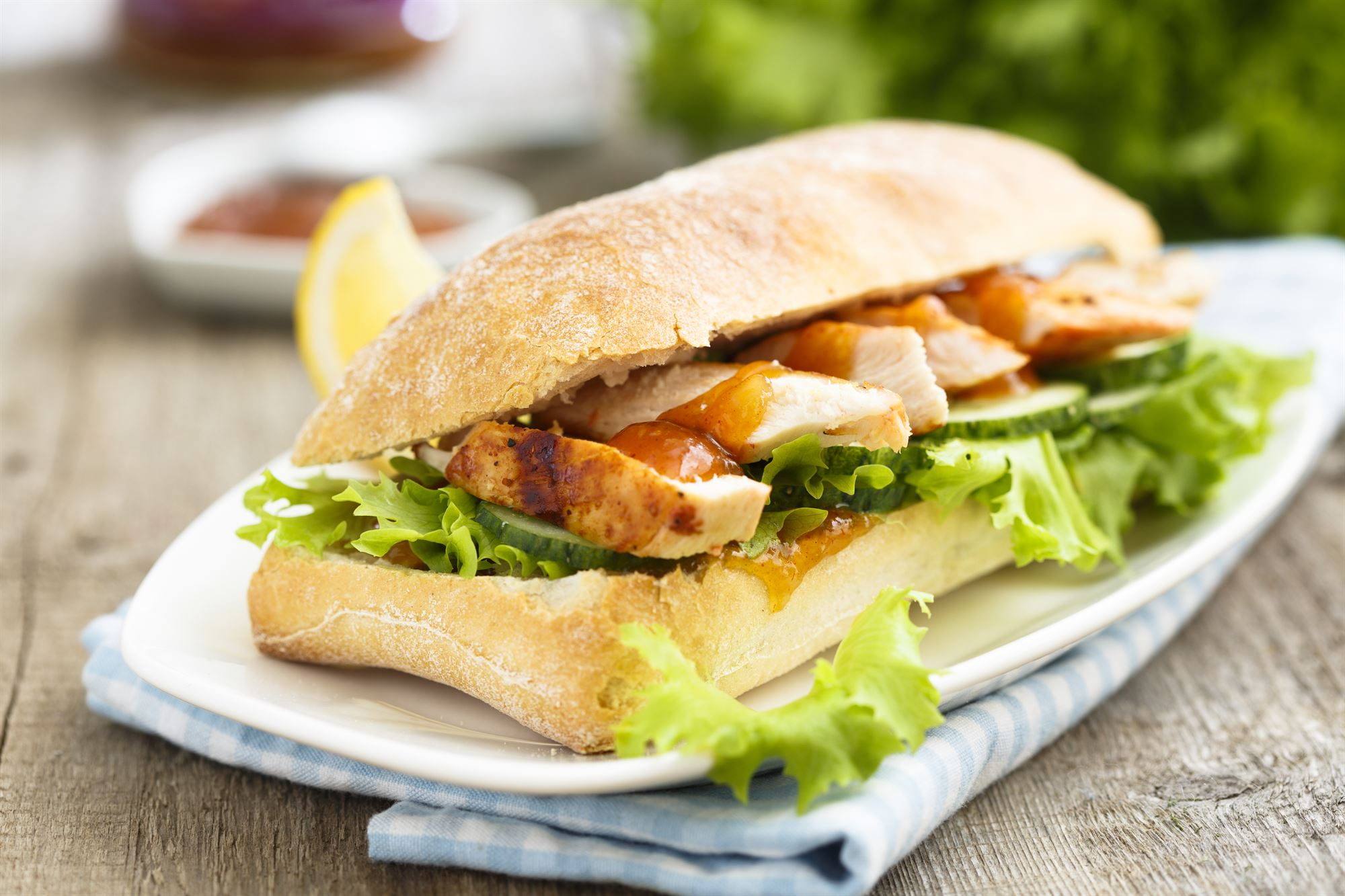 Kyllingesandwiches med karry og mango