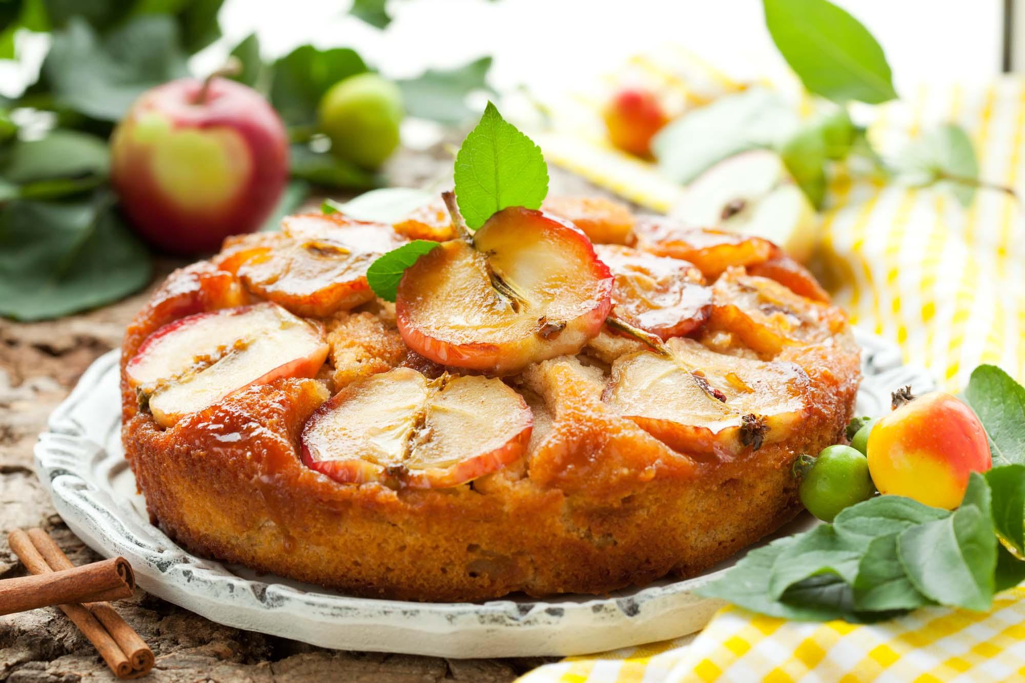 Æblekage med sirup og cider
