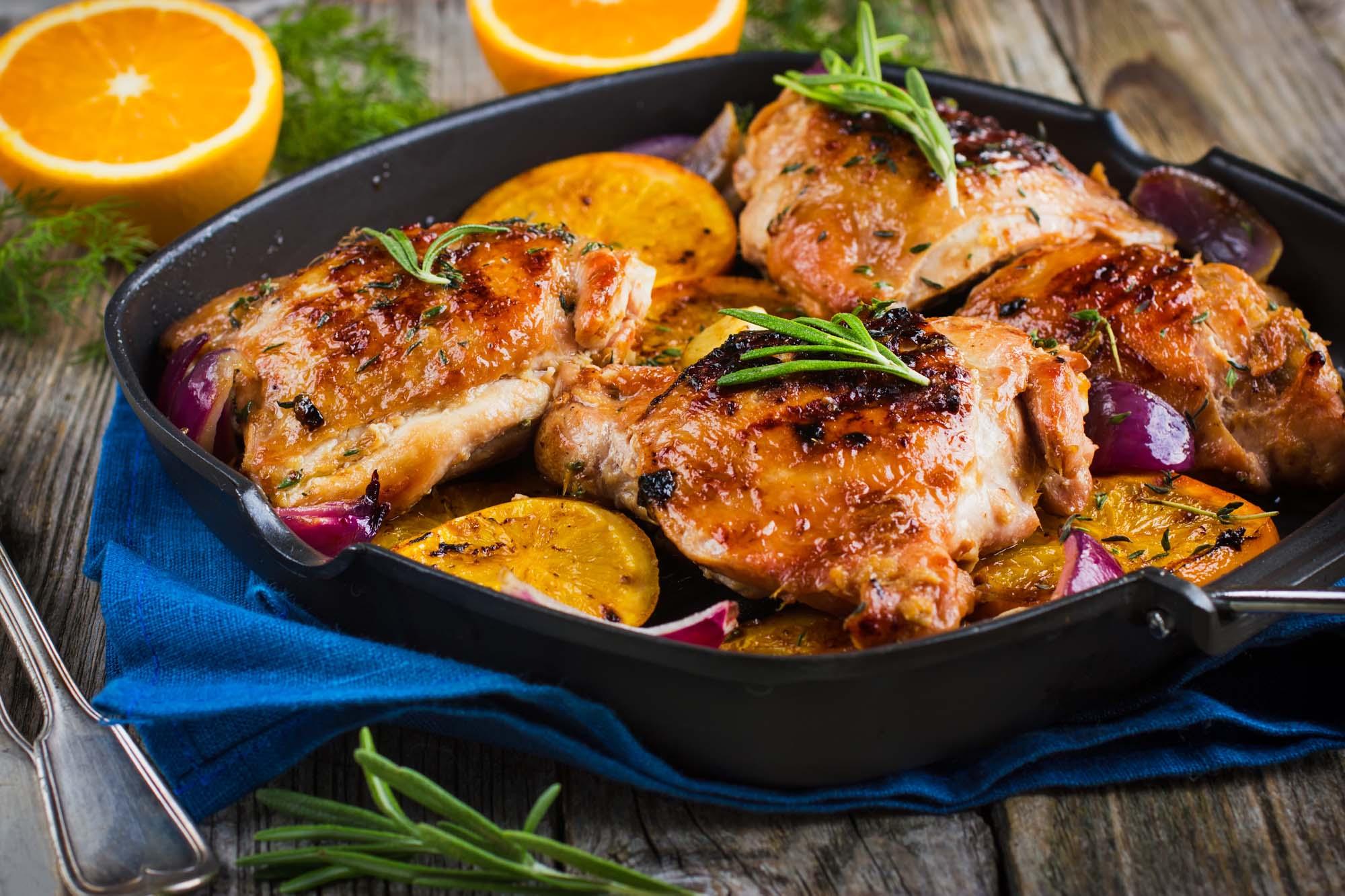 Ovnstegt kylling med citron og rodfrugter