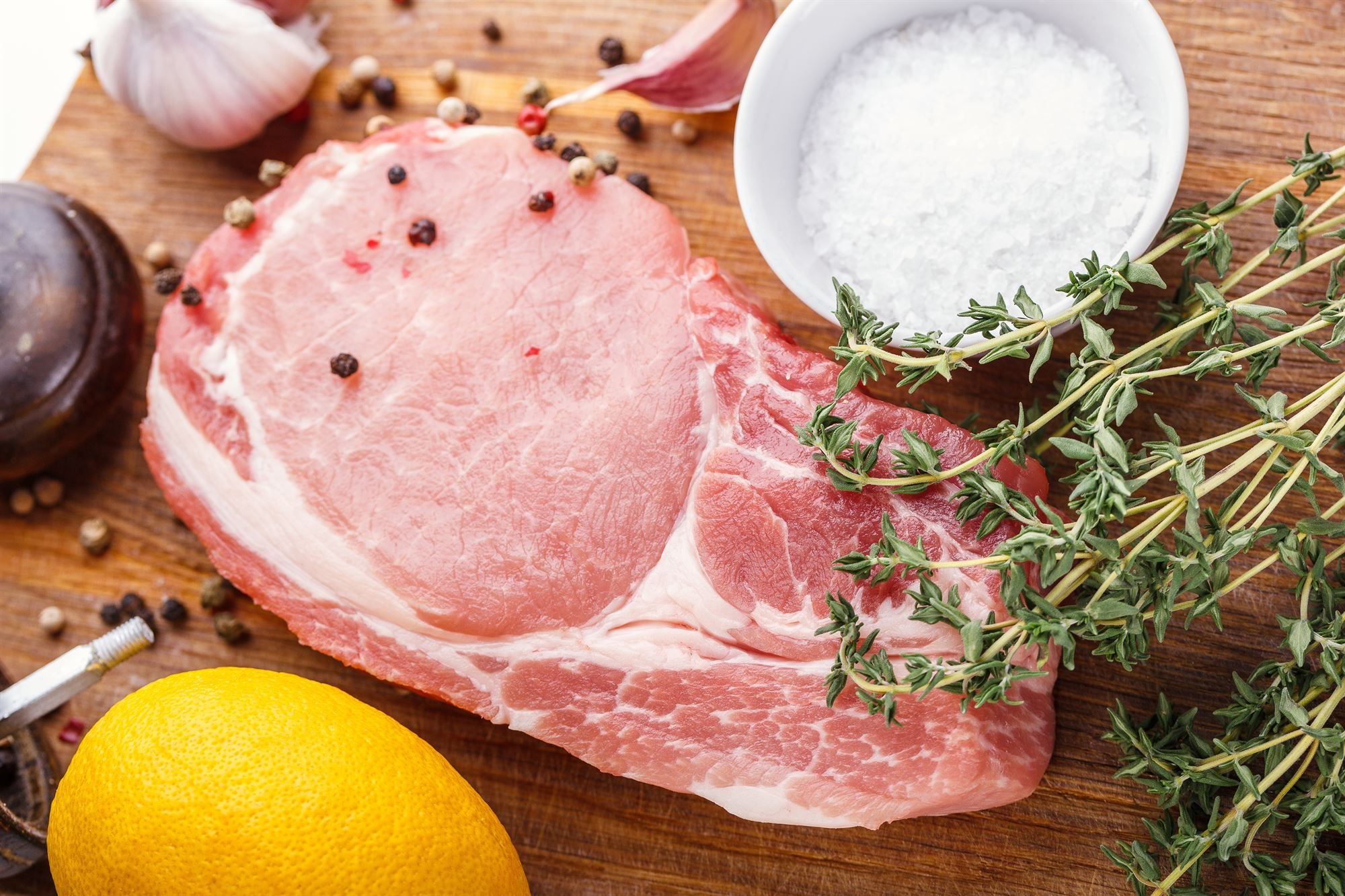 Svinekoteletter med citron-timiansauce