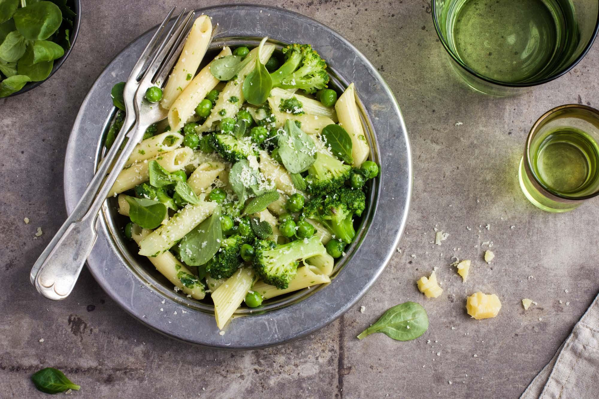 Pasta med brocolli og pesto m parmesan