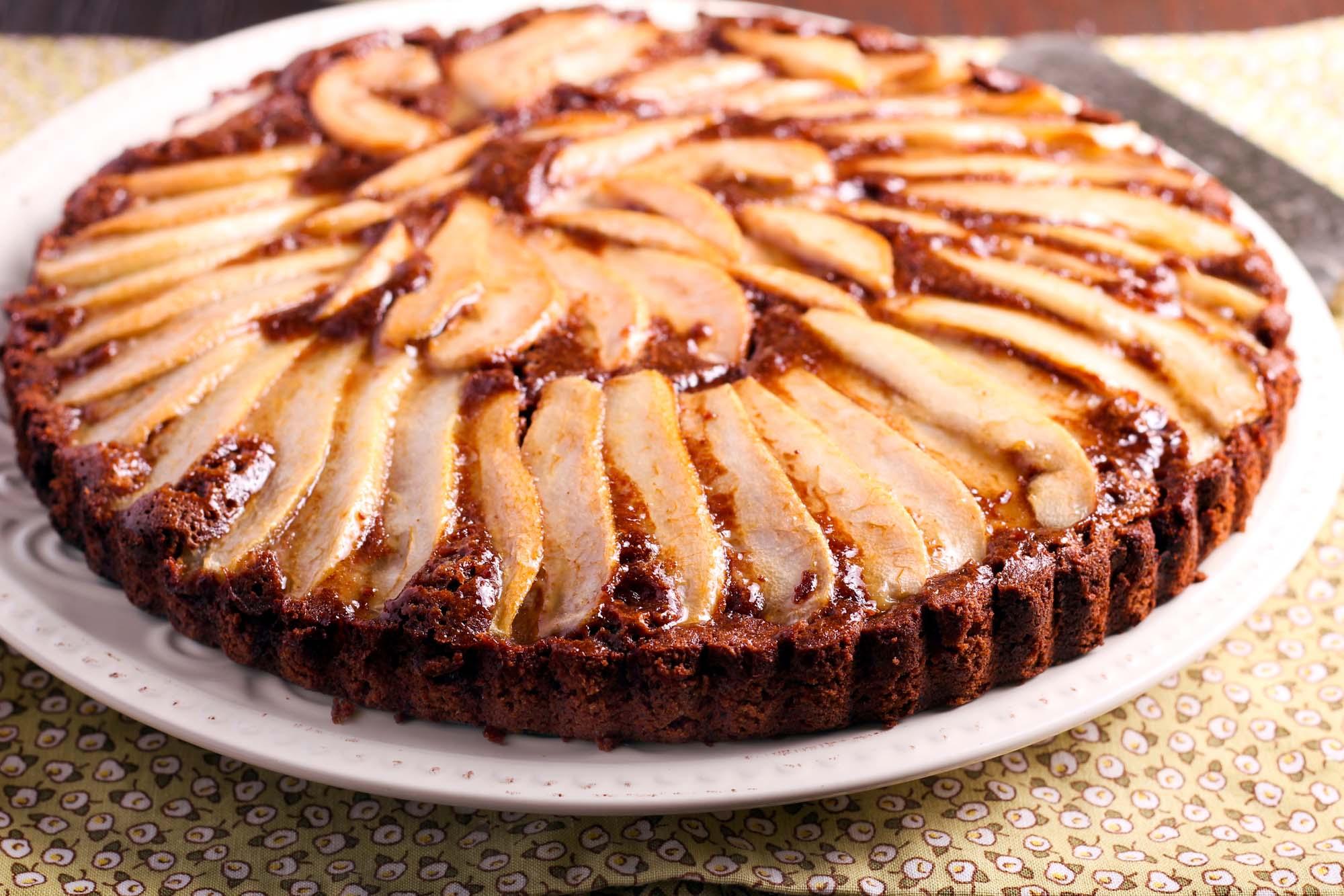 Bagt chokoladekage med pære og fennikel