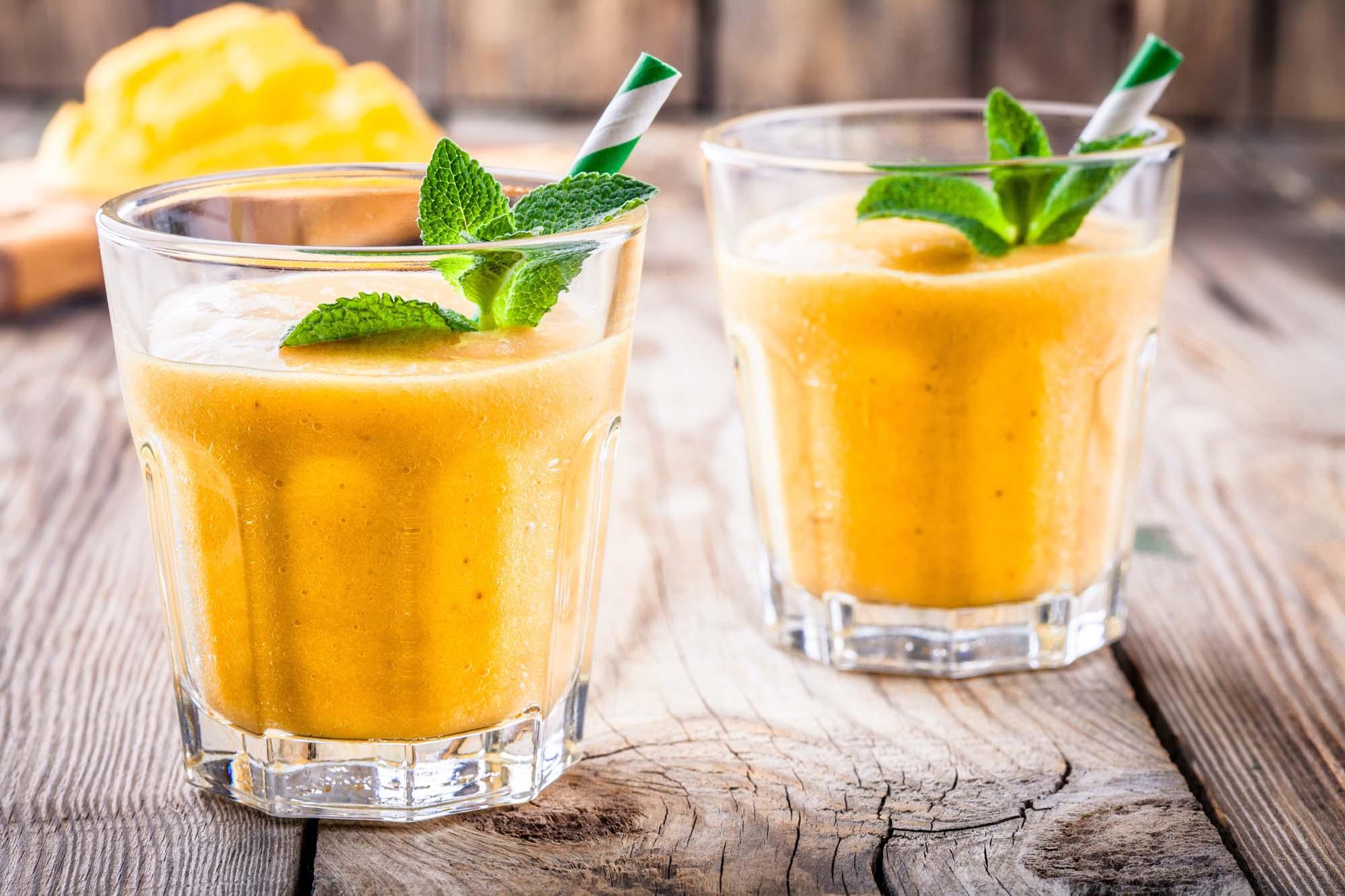 Smoothie med mango og mynte