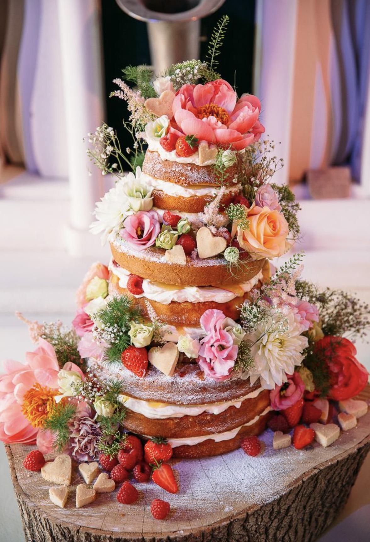 Bryllupskage med chokolade- og jordbærcreme