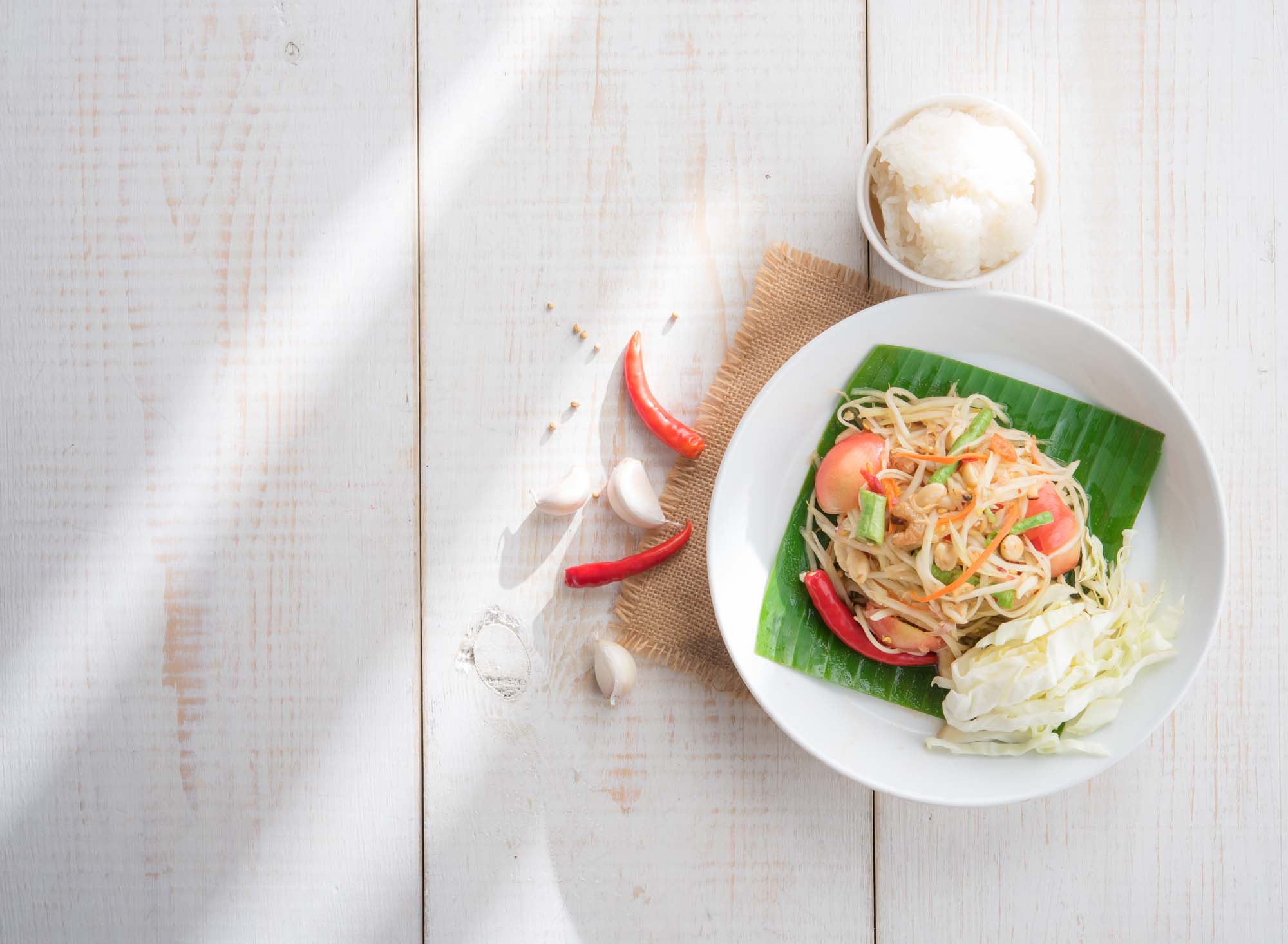 Asiatisk inspireret salat med papaya