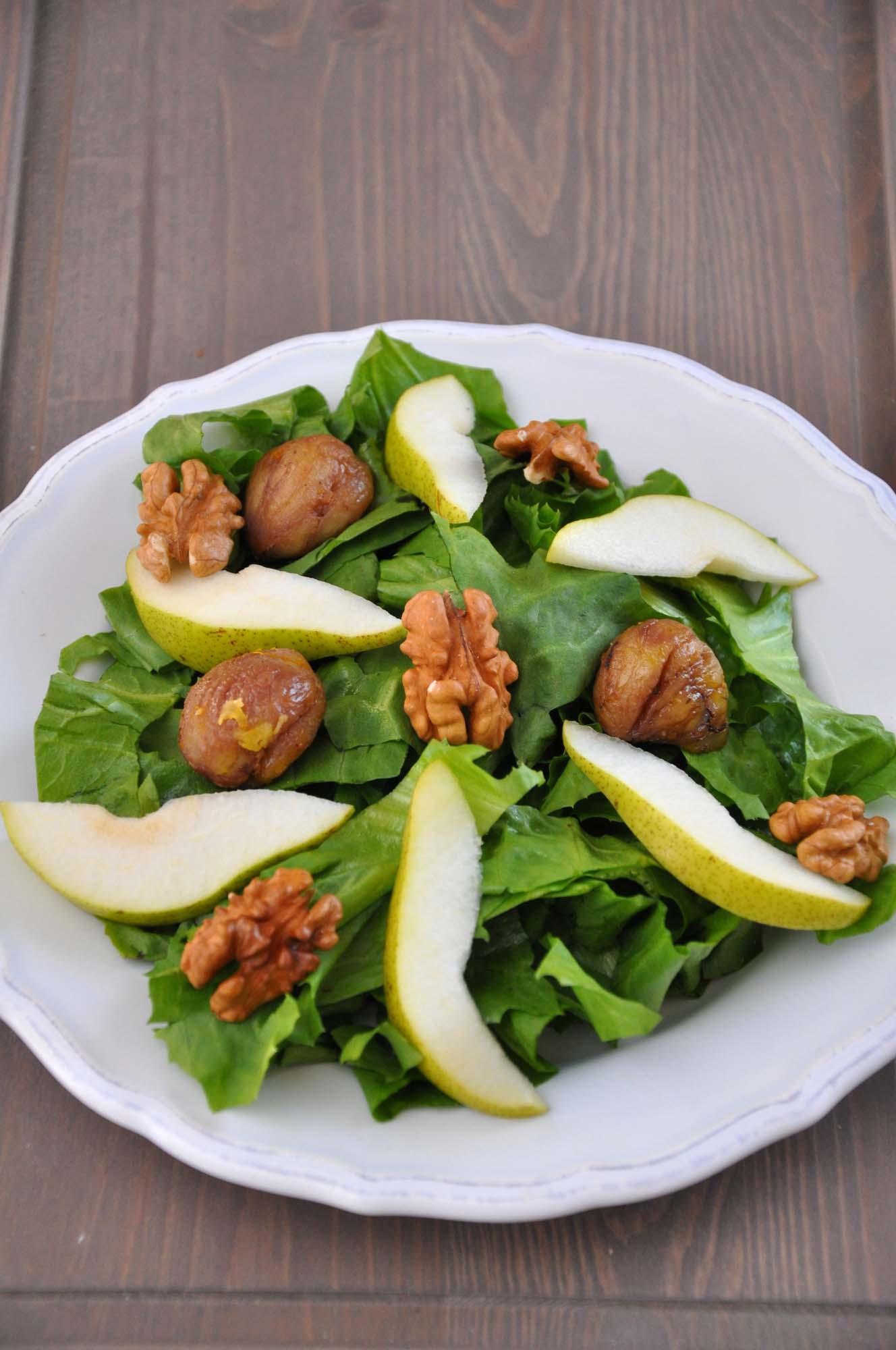 Salat med pære, bacon og valnød