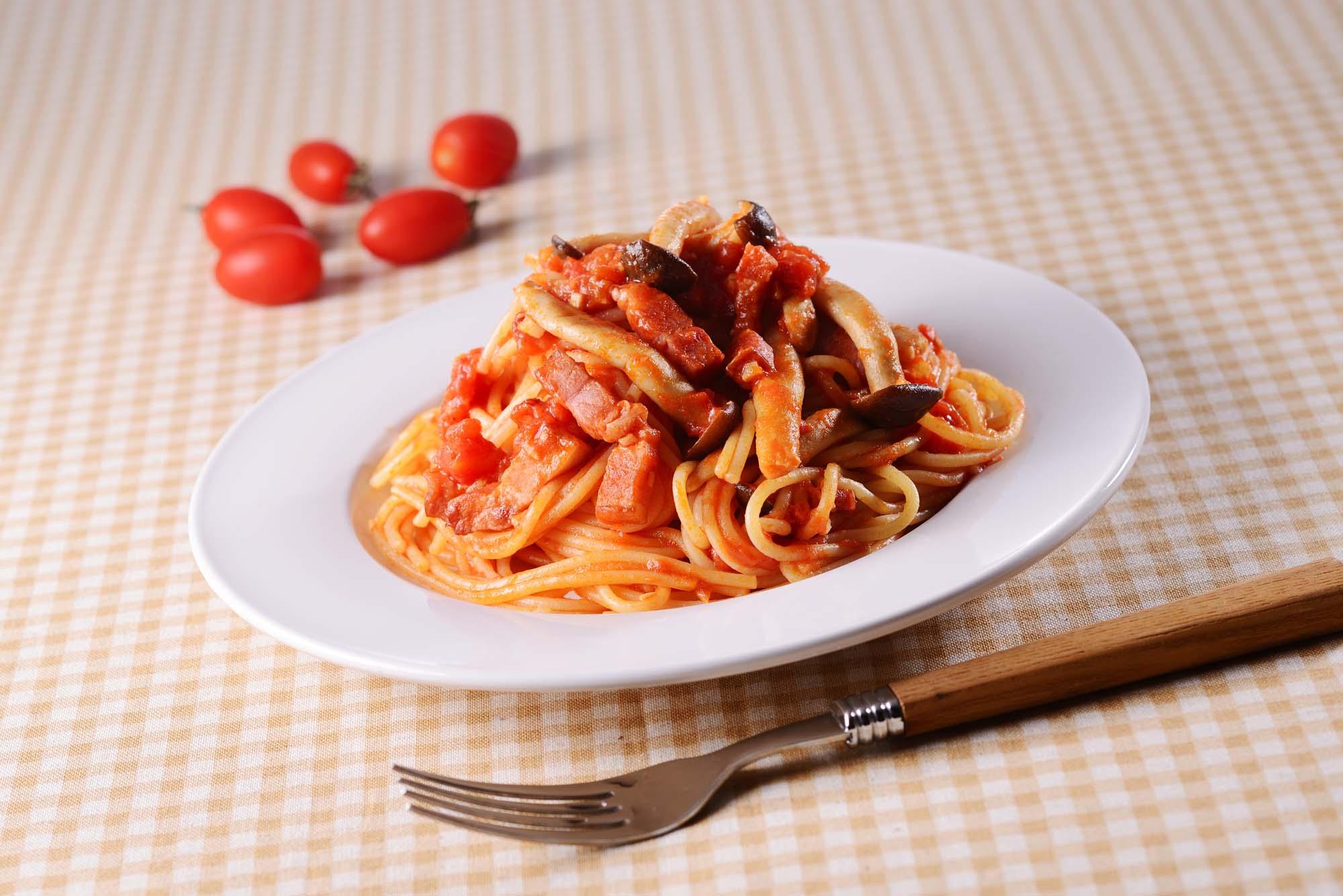 Italiensk pasta med svampe og bacon