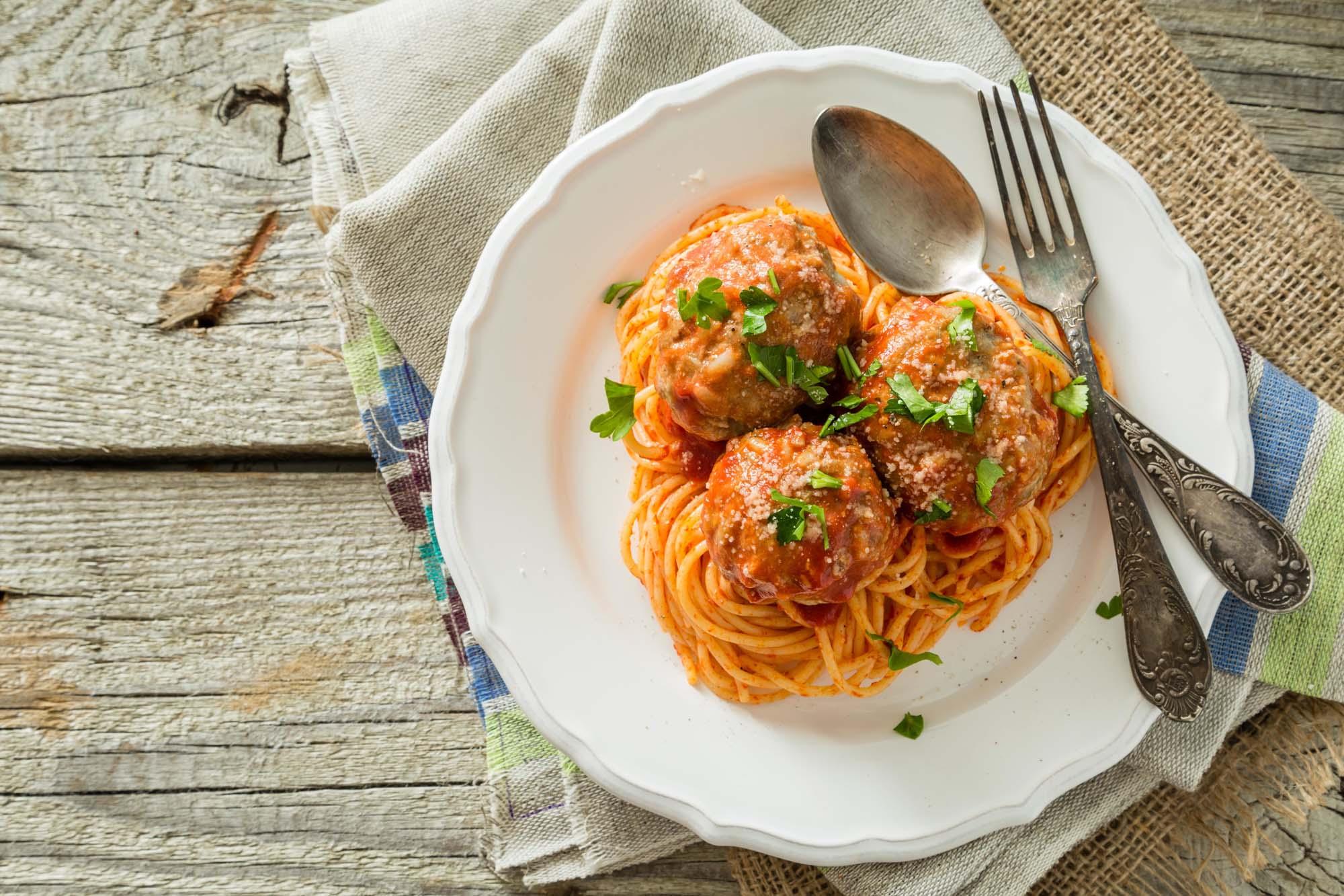 Spaghetti med kødboller og aubergine