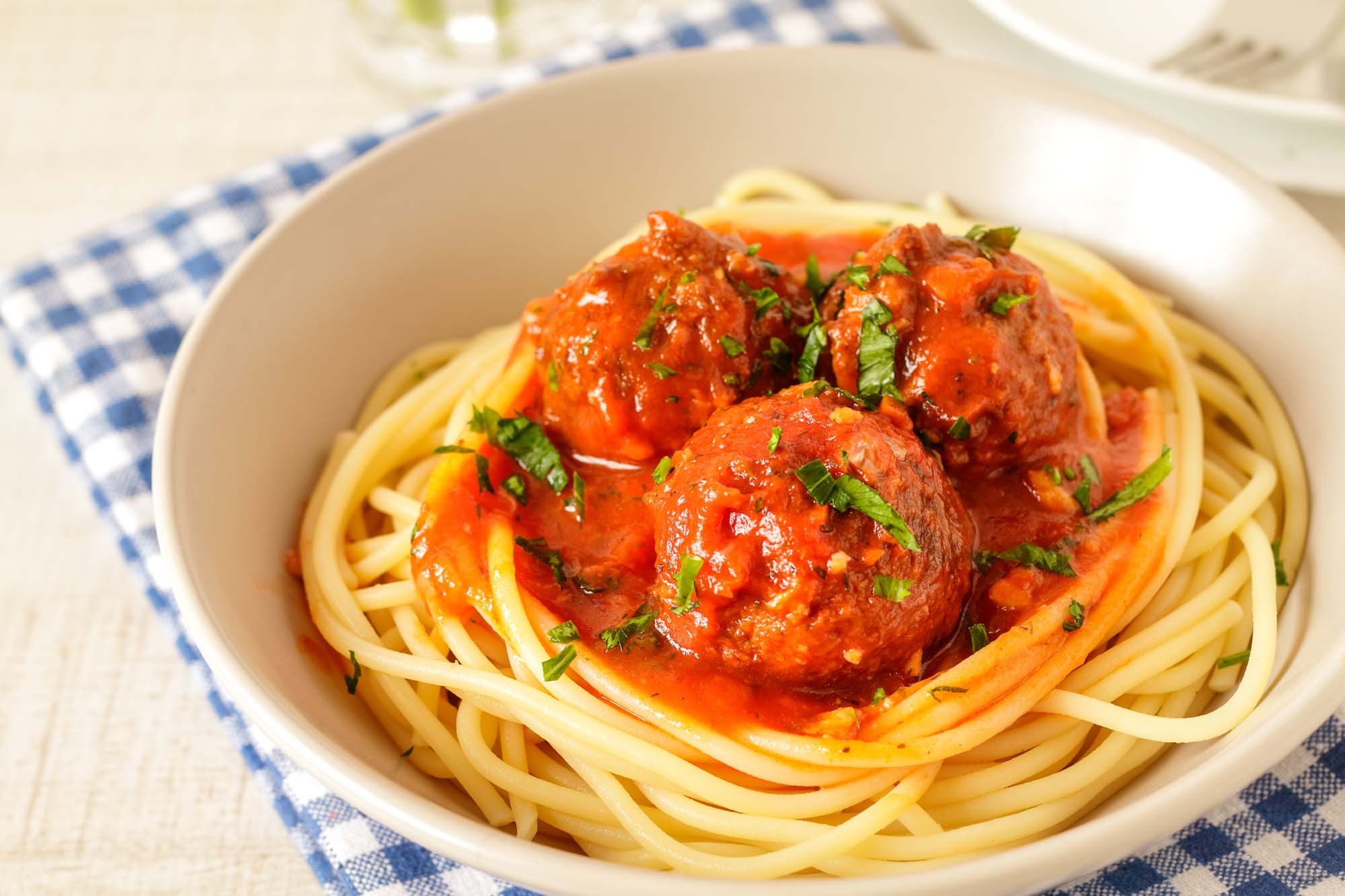 Lækker pasta med kødboller og tomatsauce