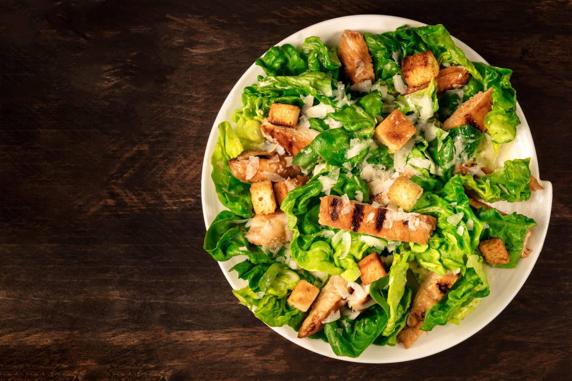 Cæsarsalat med grillet kylling