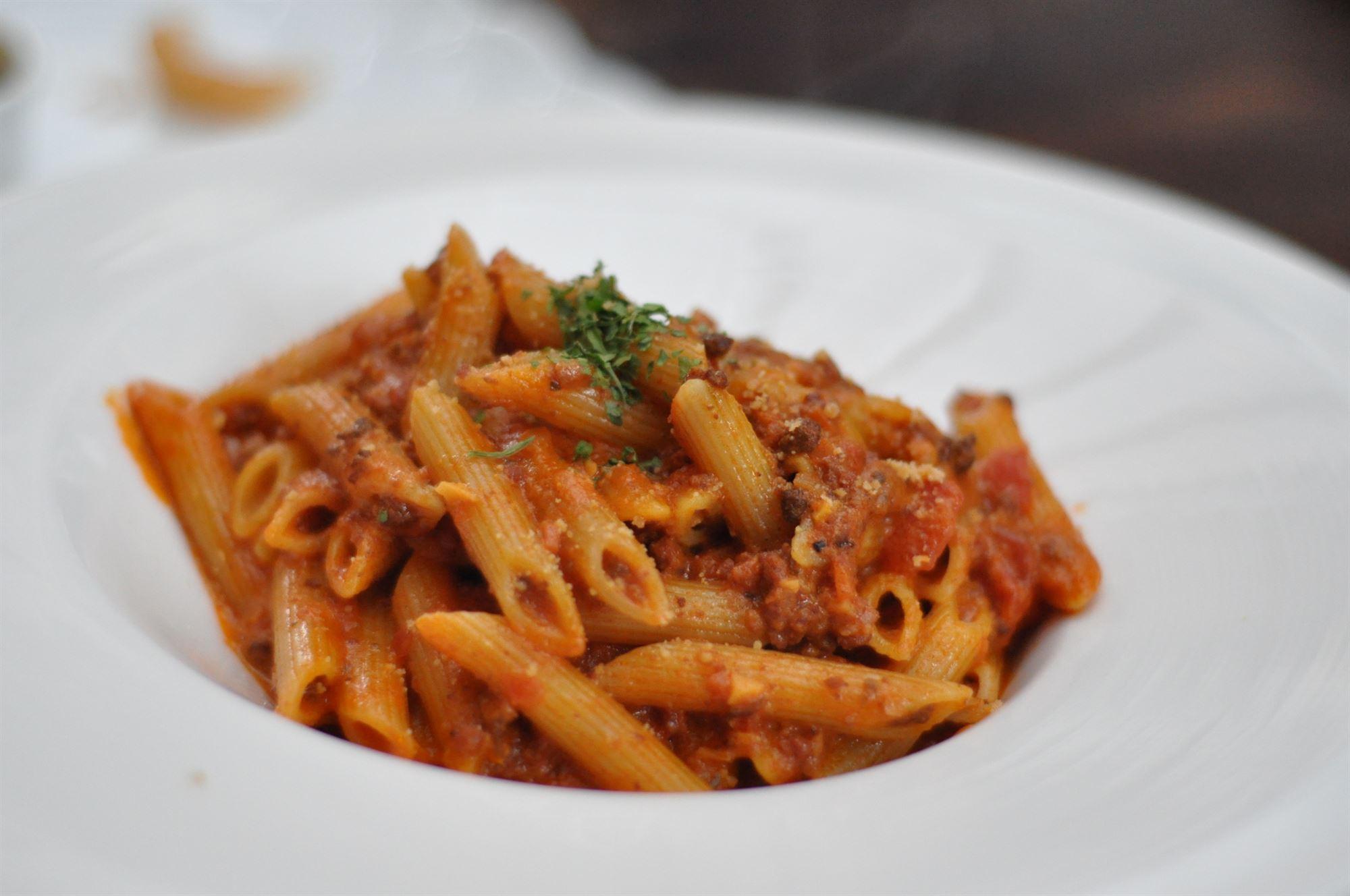 Chiliret med oksekød og pasta