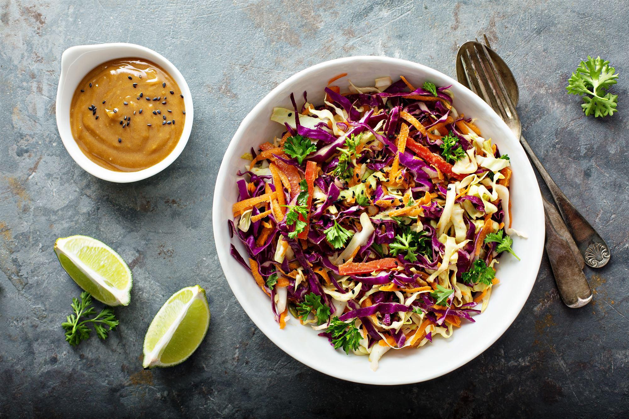 Grøntsager i jordnøddesauce