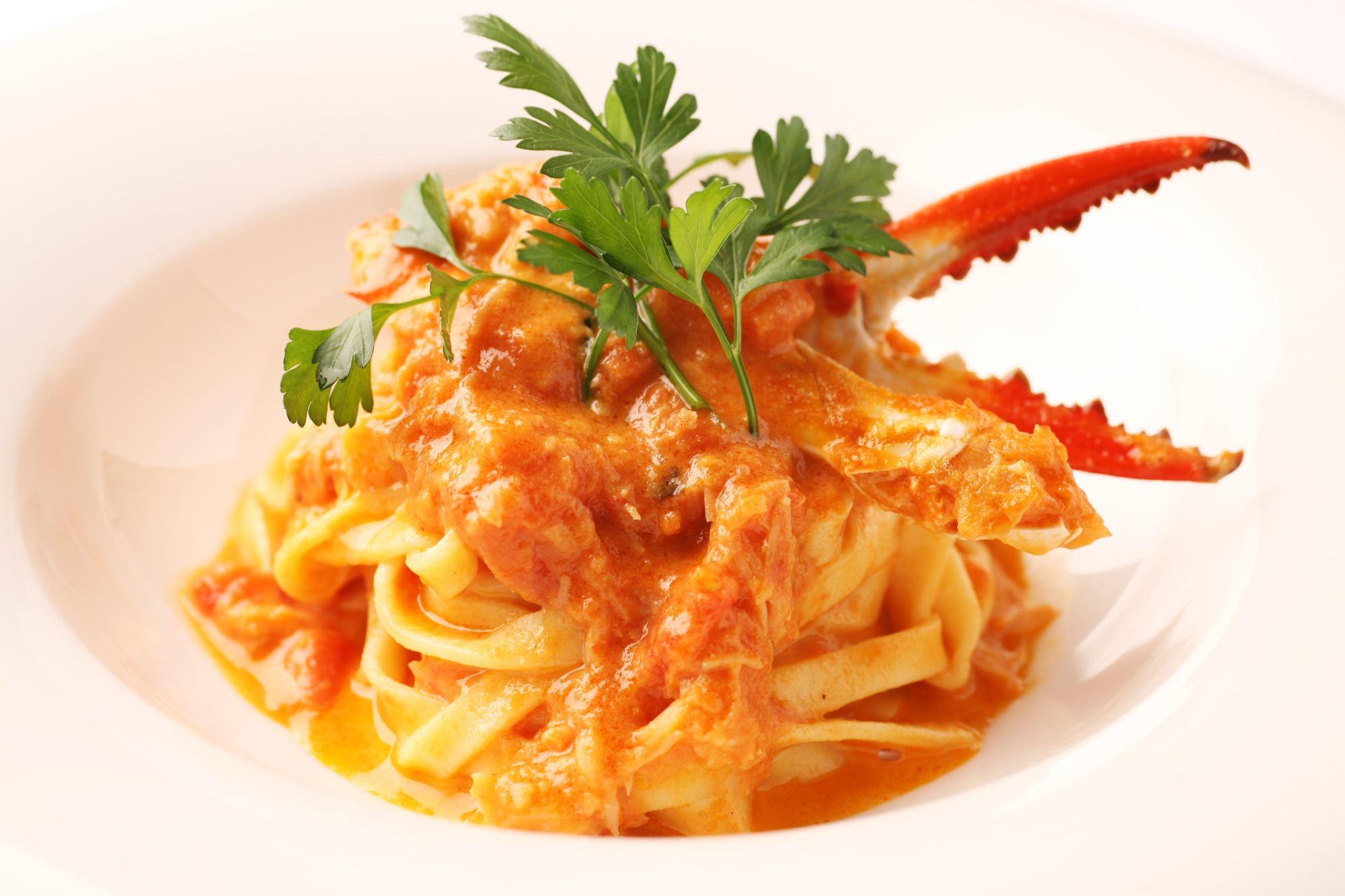 Frisk pasta med chili-krabbesauce og brøndkarse