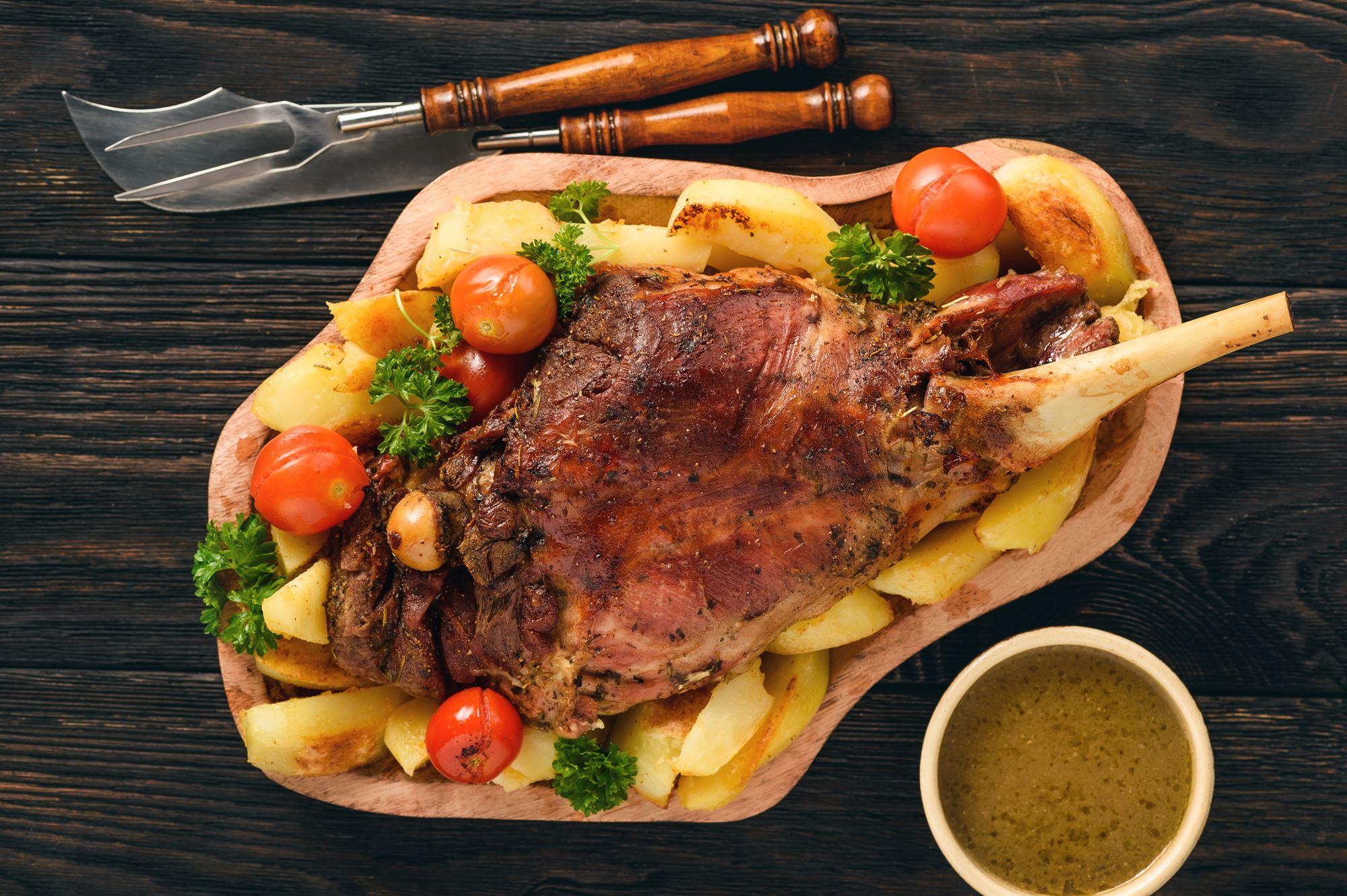 Påskelam med artiskokker og kartofler