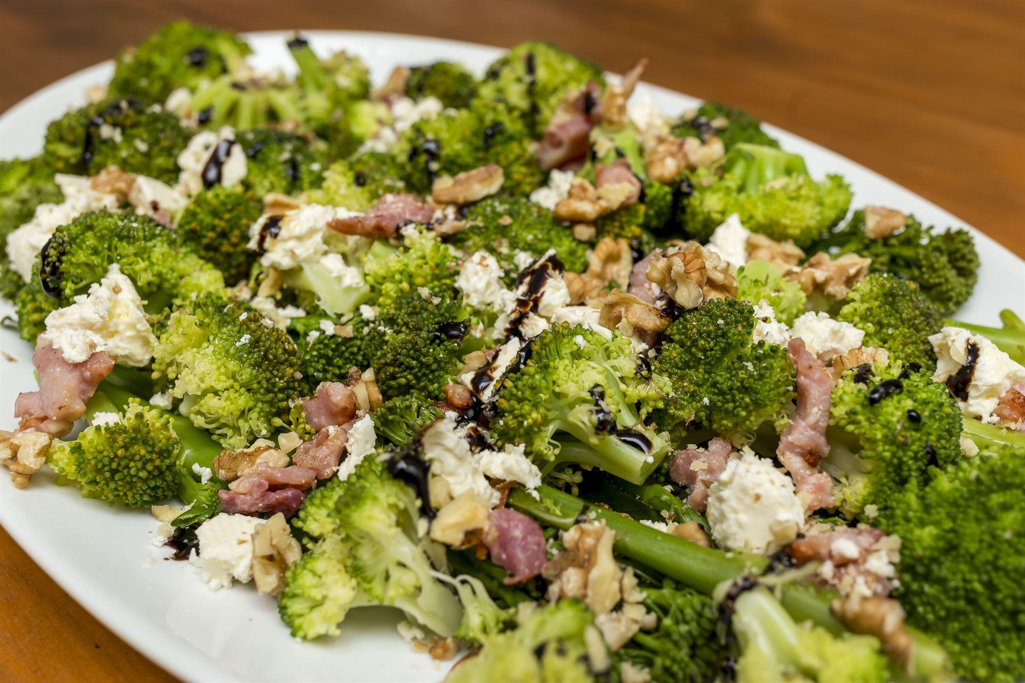 Salat med bønner og broccoli
