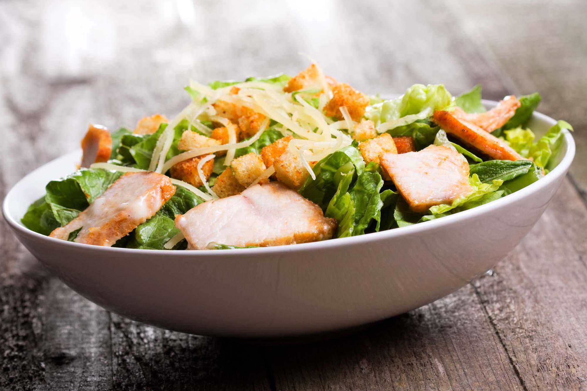 Salat + Kylling Cæsar med blomkål og kylling