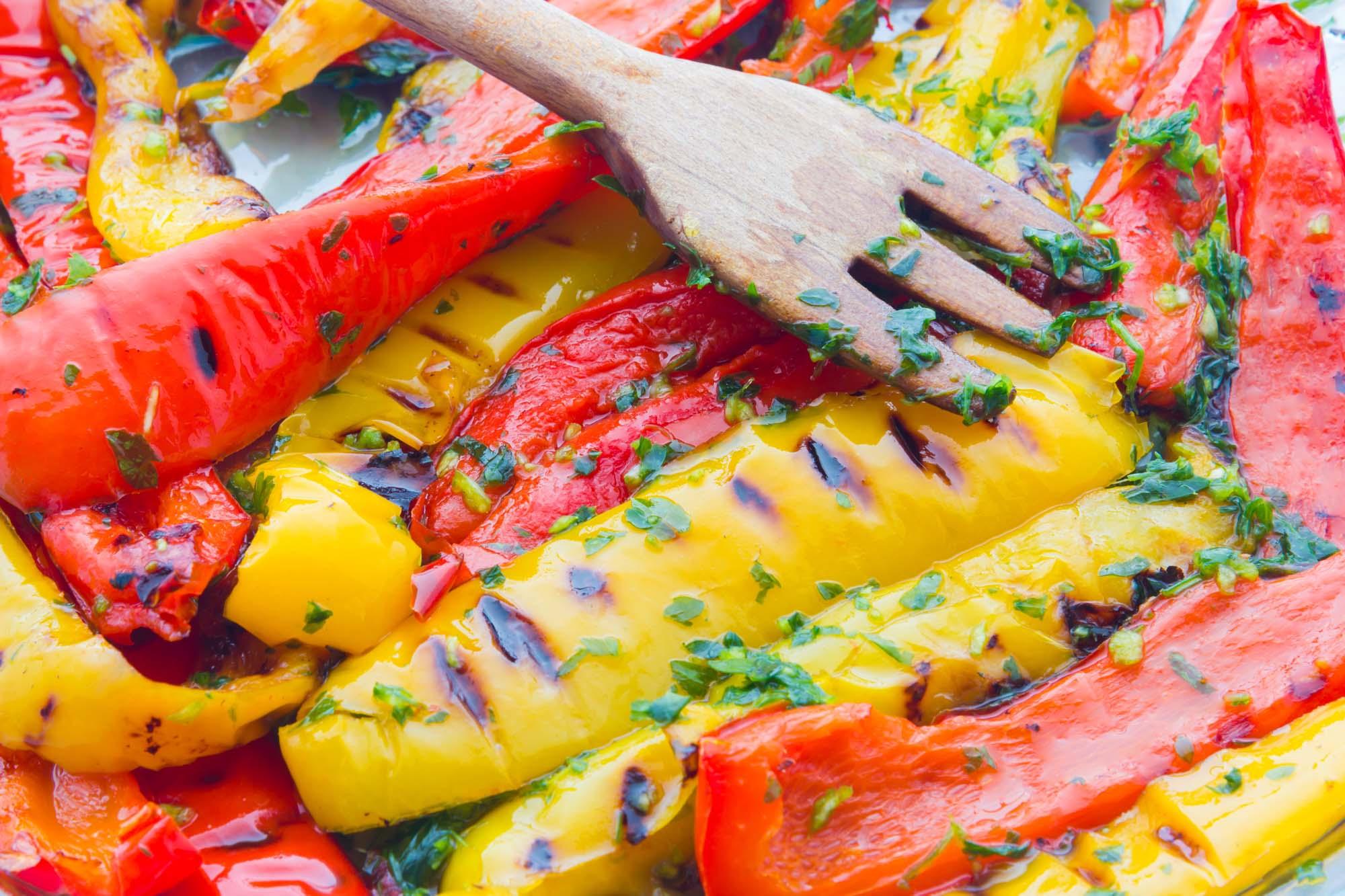 Grillede peberfrugter med persille og hvidløg