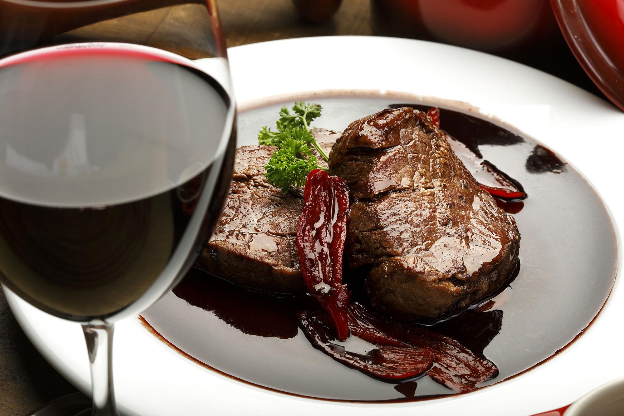 Oksemørbrad i rødvinssauce