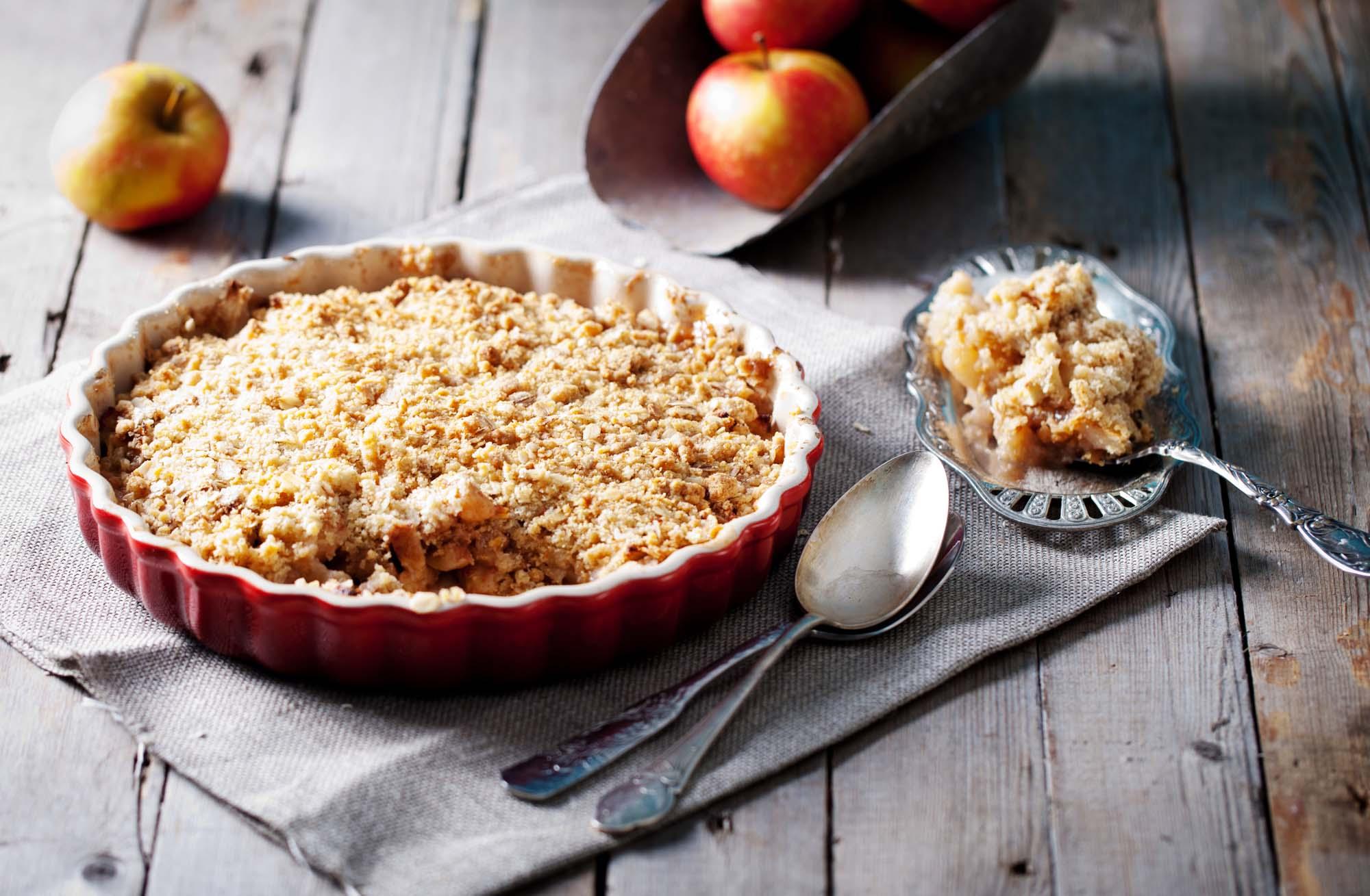 Æblekage med smulderdej