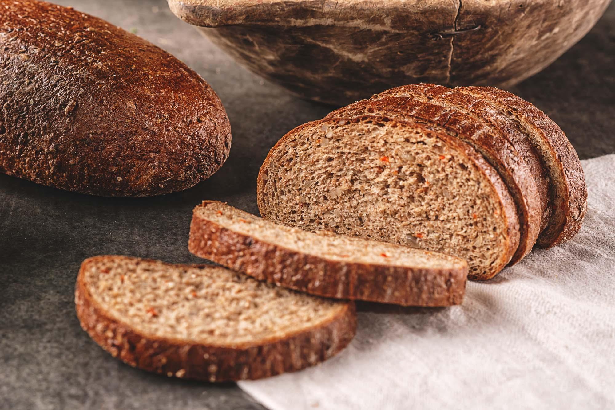 Groft brød med grøntsager
