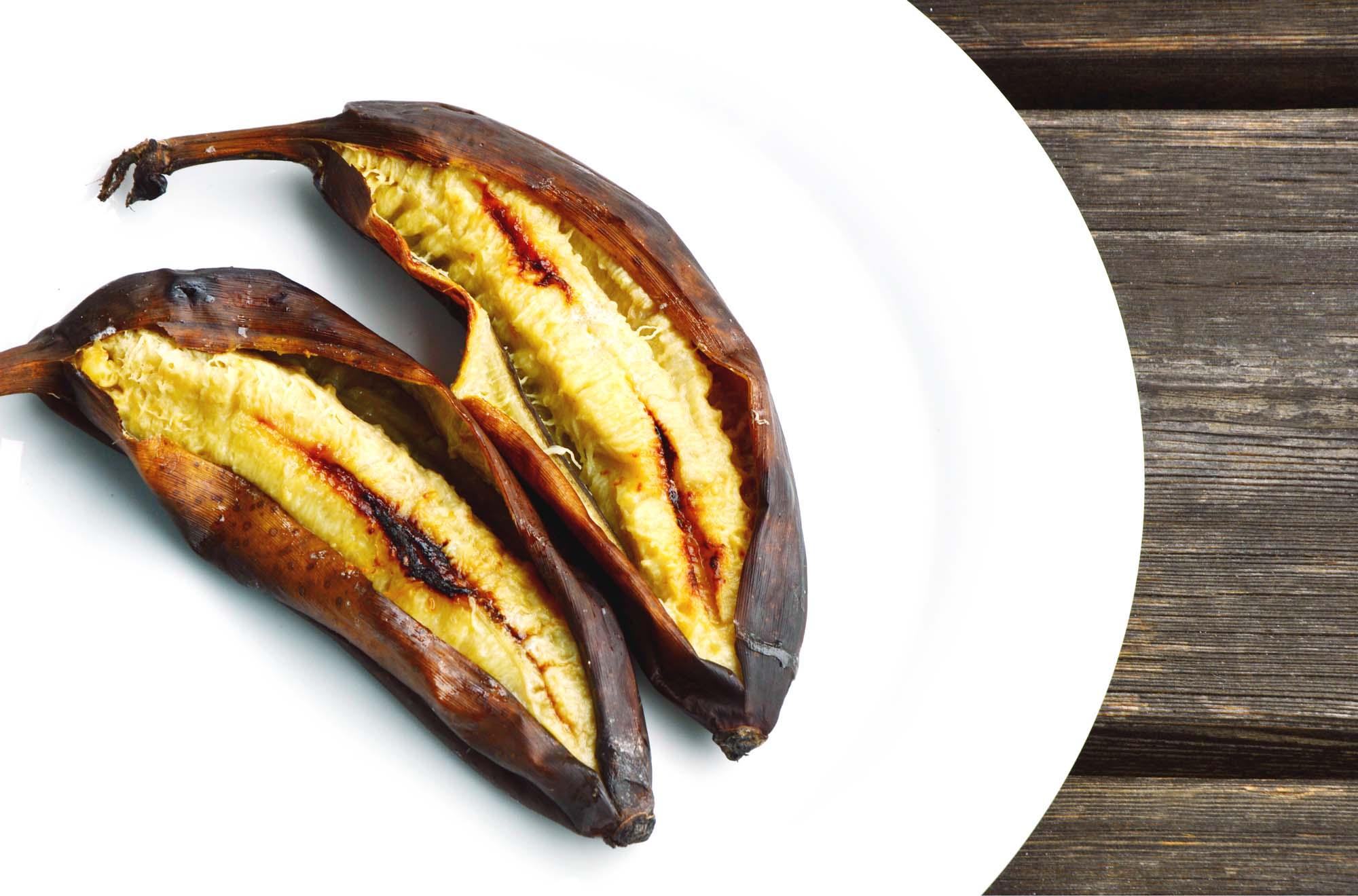 Grillede bananer med mangosauce