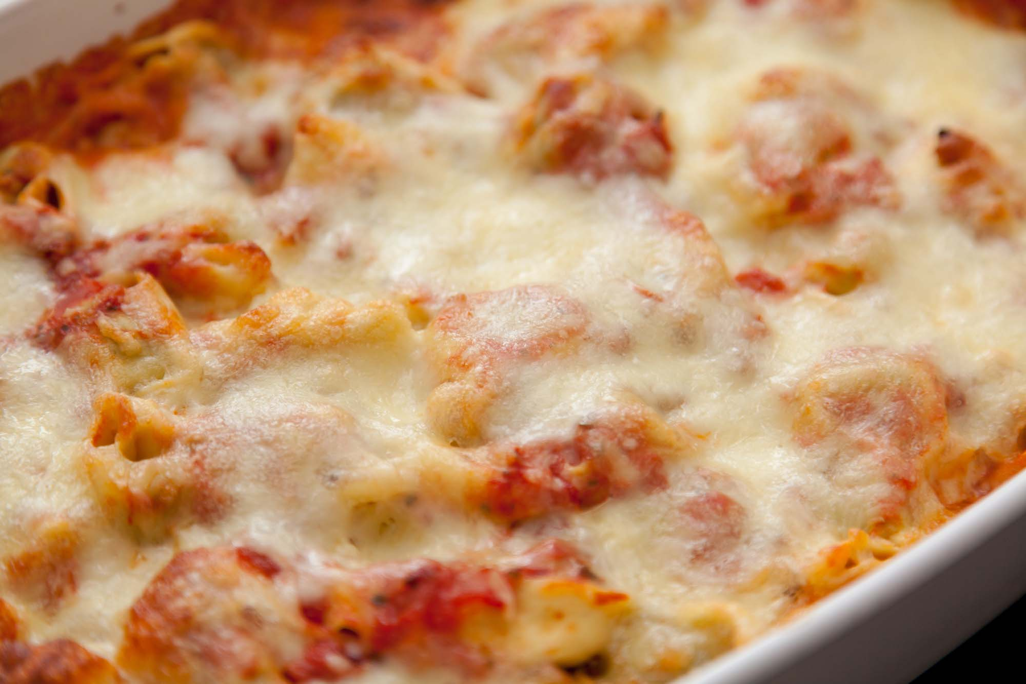 Gratineret tortellini i tomatsovs